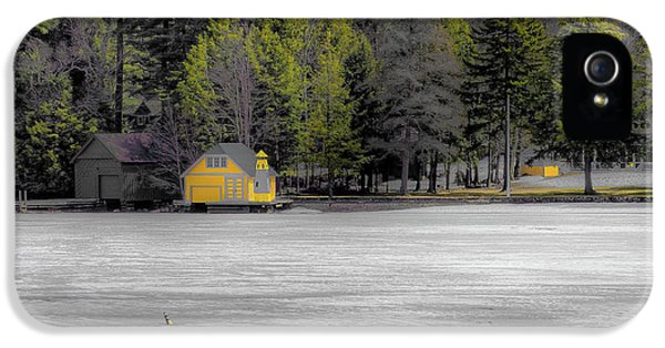 IPhone 5s Case featuring the photograph The Lighthouse On Frozen Pond by David Patterson