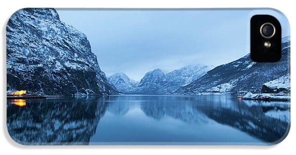 IPhone 5s Case featuring the photograph The Stillness Of The Sea by David Chandler