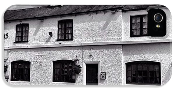 iPhone 5s Case - The Weavers Arms, Fillongley by John Edwards