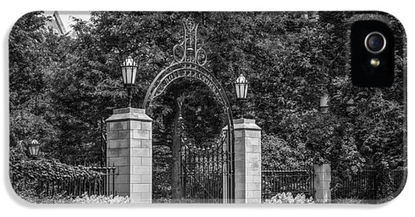University Of Chicago Hull Court Gate IPhone 5s Case by University Icons