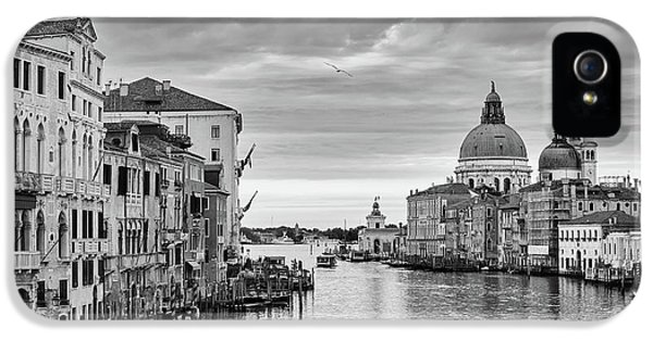 IPhone 5s Case featuring the photograph Venice Morning by Richard Goodrich