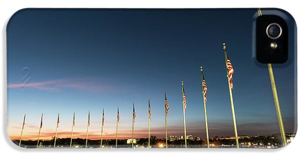 Lincoln Memorial iPhone 5s Case - Washington Monument Flags by Larry Marshall