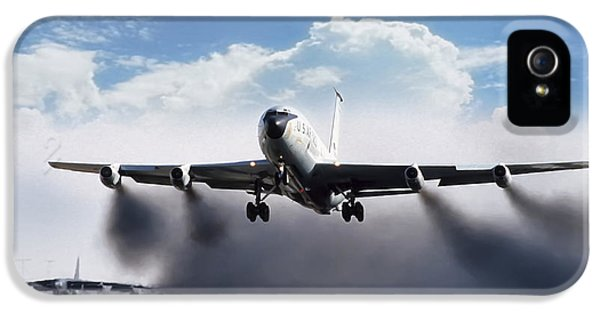 Airplane iPhone 5s Case - Wet Takeoff Kc-135 by Peter Chilelli