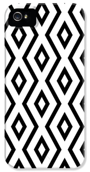 Beach iPhone 5s Case - White And Black Pattern by Christina Rollo