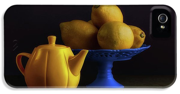 Kettles iPhone 5s Case - Yellow And Blue Still Life by Tom Mc Nemar