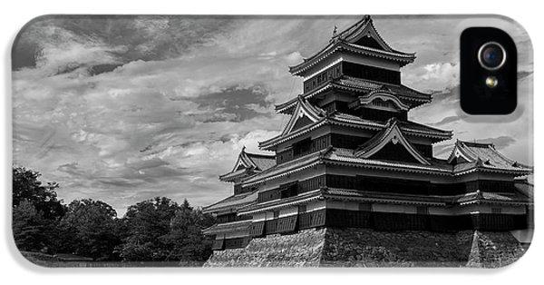 Castle iPhone 5s Case - Matsumoto Castle Japan Black And White by Ivan Krpan