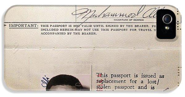 Sonny iPhone 5s Case - Muhammad Ali Passport 1972 by Daniel Hagerman