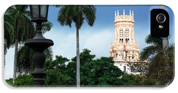 1950s iPhone 5s Case - Old Hotel With Palm Trees In Havana by Terekhov Igor