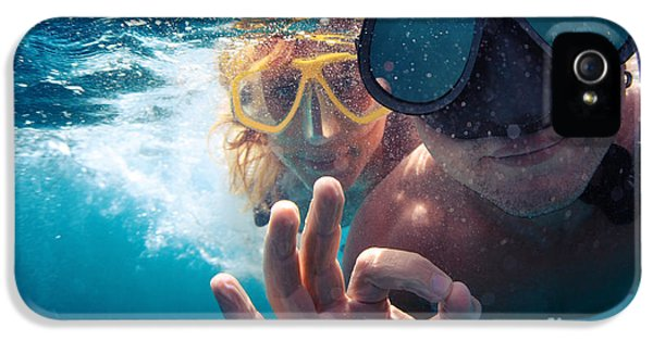 Armed iPhone 5s Case - Young Couple Having Fun Underwater And by Dudarev Mikhail