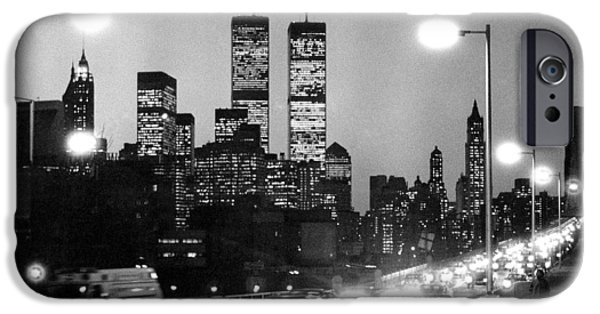 Brooklyn Bridge Traffic II Dusk 1980s IPhone 6 Case by Gary Eason