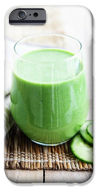 Smoothie iPhone 6 Case - Cucumber Apple And Kale Smoothie by Gustoimages