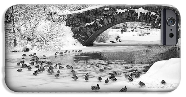 IPhone 6 Case featuring the photograph Gapstow Bridge In Snow by Dave Beckerman