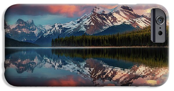 Lake iPhone 6 Case - Maligne Color. by Juan Pablo De