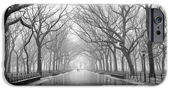 New York City - Poets Walk Central Park IPhone 6 Case by Dave Beckerman