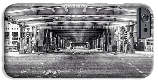Architecture iPhone 6 Case - Chicago Wells Street Bridge Photo by Paul Velgos