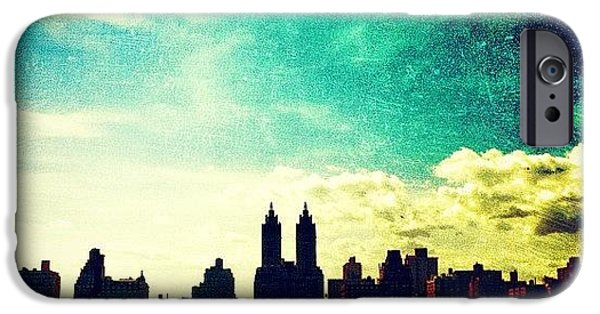 A Paintbrush Sky Over Nyc IPhone 6 Case
