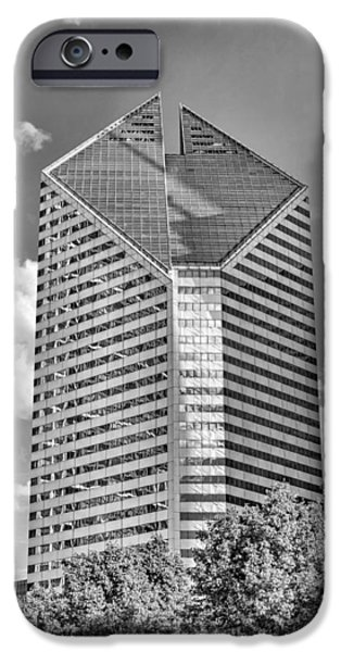 IPhone 6 Case featuring the photograph Chicago Smurfit-stone Building Black And White by Christopher Arndt