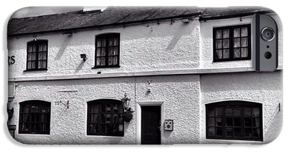 iPhone 6 Case - The Weavers Arms, Fillongley by John Edwards