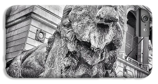 City iPhone 6 Plus Case - Lion Statue At Art Institute Of Chicago by Paul Velgos