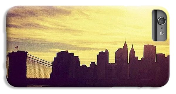 Sunset Over The New York City Skyline And The Brooklyn Bridge IPhone 6 Plus Case