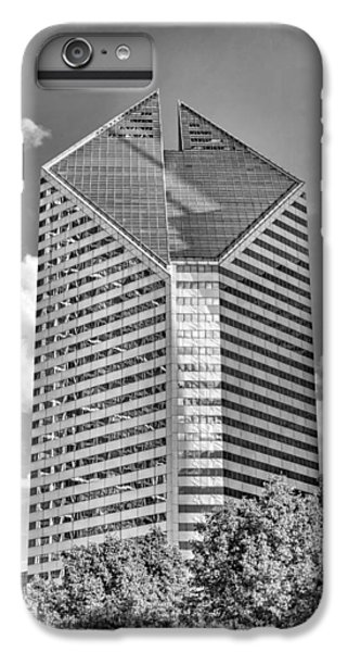 IPhone 6 Plus Case featuring the photograph Chicago Smurfit-stone Building Black And White by Christopher Arndt