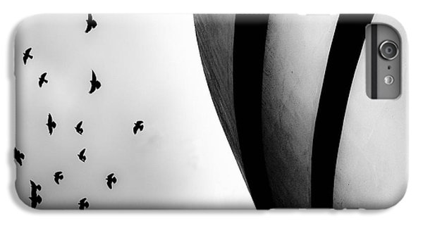 Guggenheim Museum With Pigeons IPhone 6 Plus Case