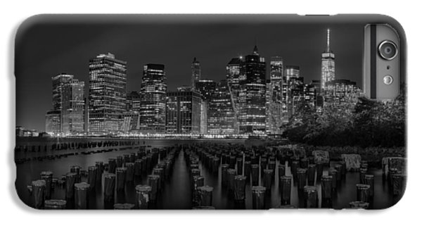 Manhattan And The Brooklyn Pileons In Black And White IPhone 6 Plus Case