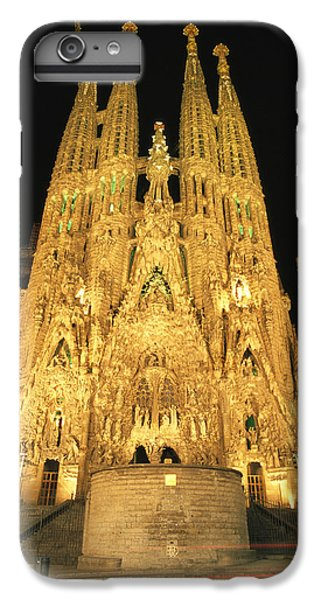 Night View Of Antoni Gaudis La Sagrada IPhone 6 Plus Case