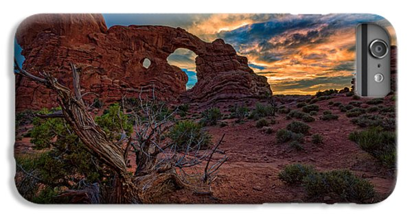 Turret Arch At Sunset IPhone 6 Plus Case
