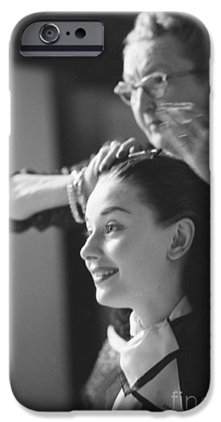 Audrey Hepburn Preparing For A Scene In Roman Holiday IPhone 6s Case