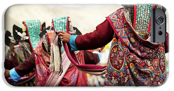 Yak iPhone 6s Case - Ladakh, India The Amazing And Unique by Jaina Mishra