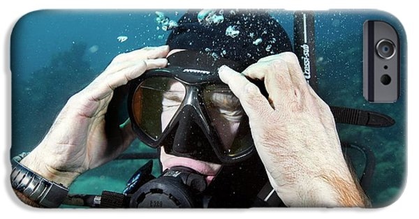 Scuba Diver iPhone 6s Case - Clearing Water-filled Diving Mask by Louise Murray