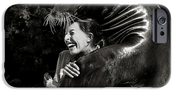 Aquarium iPhone 6s Case - Gimme A Hug by Michael Castellano