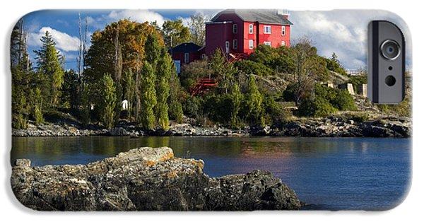 Marquette iPhone 6s Case - Marquette Harbor Light - D003224 by Daniel Dempster