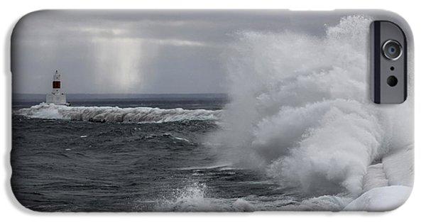 Marquette iPhone 6s Case - Marquette Michigan - The Splash by John McGraw