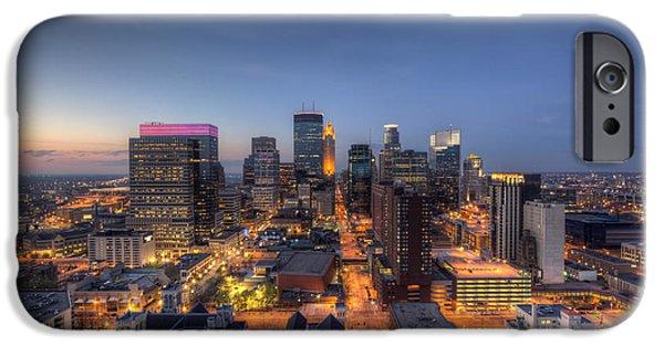 Marquette iPhone 6s Case - Minneapolis Skyline At Night by Wayne Moran