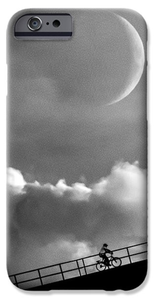 Moon iPhone 6s Case - No Turning Back by Bob Orsillo