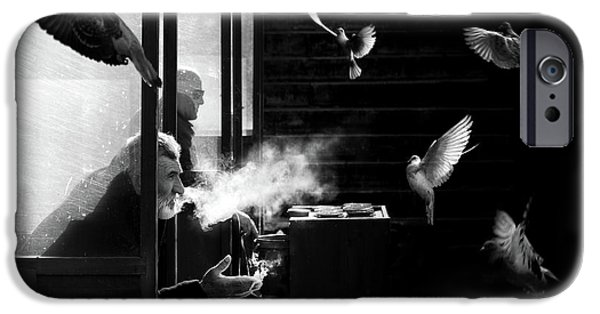Canary iPhone 6s Case - The Man Of Pigeons by Juan Luis Duran