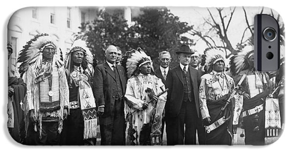 Whitehouse iPhone 6s Case - Coolidge With Native Americans by Photo Researchers