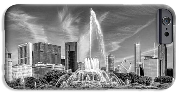 Buckingham Fountain Skyline Panorama Black And White IPhone 6s Case by Christopher Arndt
