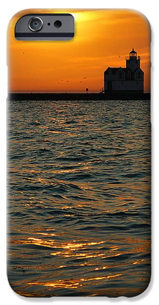 Gold On The Water IPhone 6s Case by Bill Pevlor