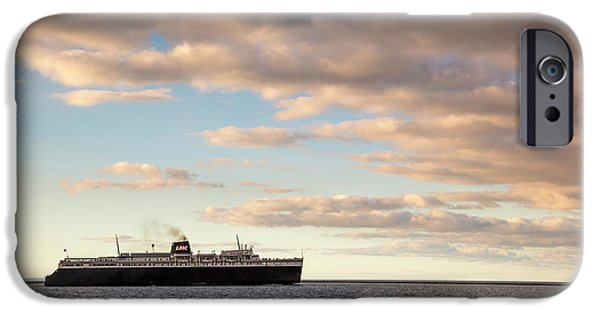 Marquette iPhone 6s Case - Ss Badger Leaving Port by Adam Romanowicz