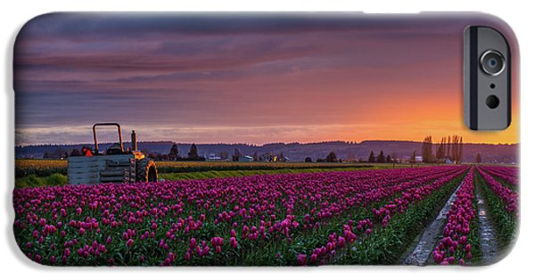 Tractor Waits For Morning IPhone 6s Case