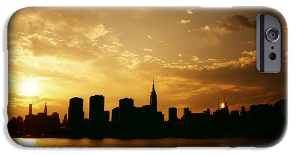 Two Suns - The New York City Skyline In Silhouette At Sunset IPhone 6s Case
