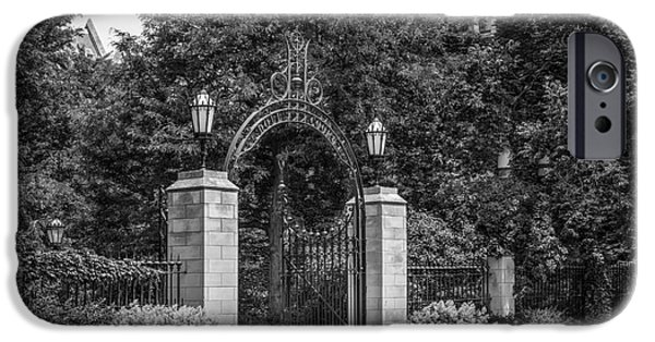 University Of Chicago Hull Court Gate IPhone 6s Case by University Icons