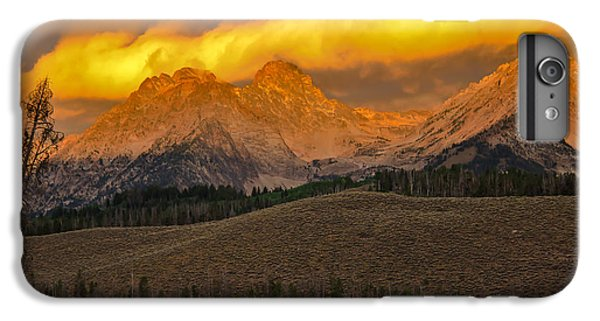 Osprey iPhone 6s Plus Case - Glowing Sawtooth Mountains by Robert Bales