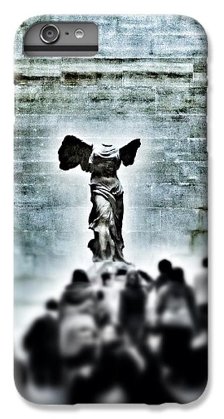 Louvre iPhone 6s Plus Case - Pause - The Winged Victory In Louvre Paris by Marianna Mills