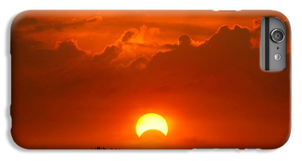 Solar Eclipse IPhone 6s Plus Case by Bill Pevlor