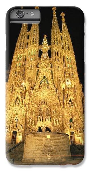 Night View Of Antoni Gaudis La Sagrada IPhone 6s Plus Case