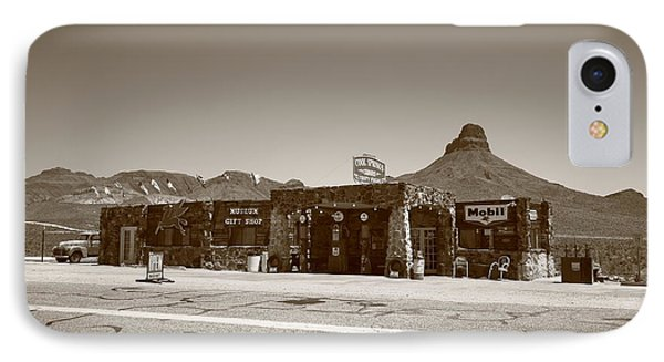 Route 66 - Cool Springs Camp Phone Case by Frank Romeo